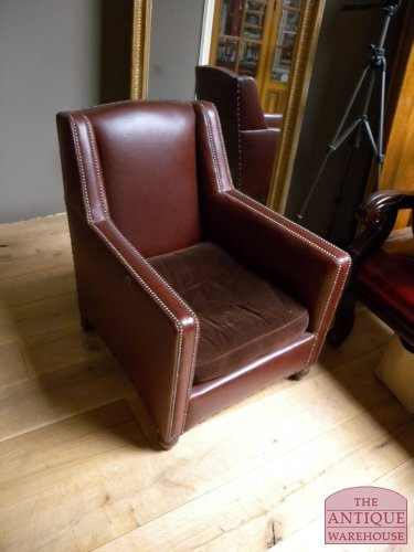 antieke fauteuil antieke bureau inrichting antique warehouse. Black Bedroom Furniture Sets. Home Design Ideas