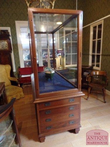 antike vitrinen antike vitrinen antique warehouse. Black Bedroom Furniture Sets. Home Design Ideas