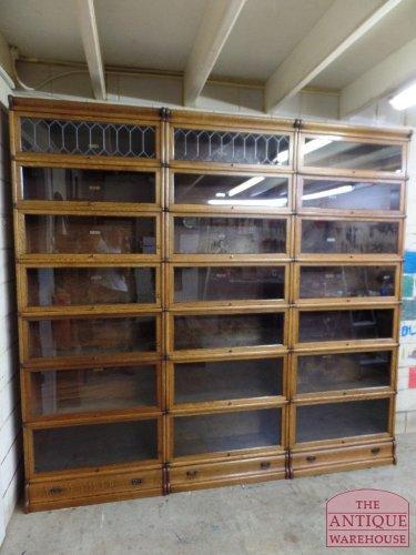 drievoudige originele antieke eiken boekenkast van het bekende ...