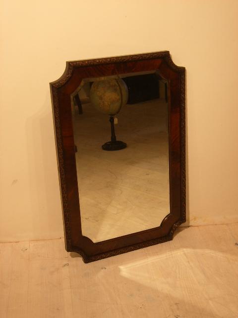 Zeer mooi formaat spiegel uit Engeland van circa 1870. In de spiegel ...