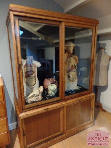 Grote Glazen Vitrinekast.Antieke Vitrinekast Antieke Winkelkast Antieke Vitrinekast