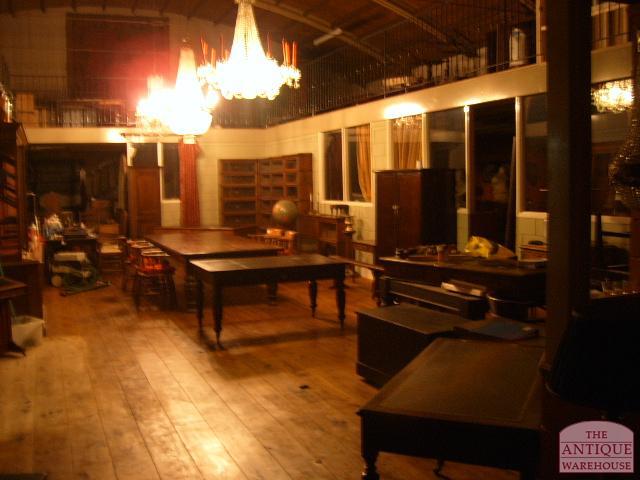 Antiek interieur antique warehouse for Antiek interieur