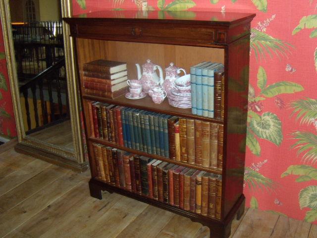 verkocht antieke mahnie engelse boekenkast