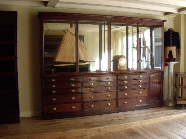 antieke mahonie vitrine circa 1900. Black Bedroom Furniture Sets. Home Design Ideas