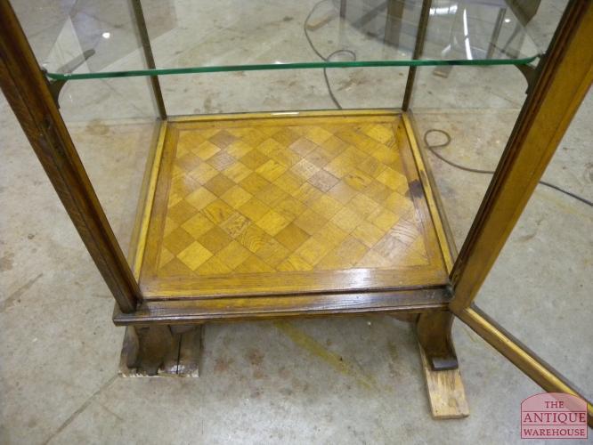 antike vitrinen antique warehouse. Black Bedroom Furniture Sets. Home Design Ideas