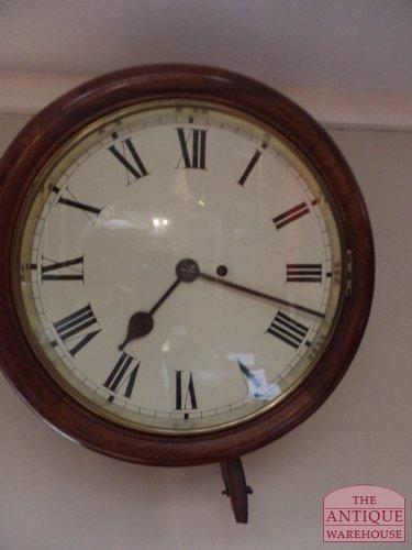 antieke Engelse pub klok met snek in het uurwerk gebouwd