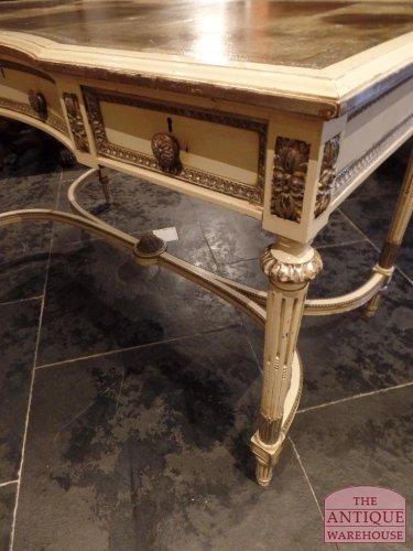 antieke decoratieve schrijftafel