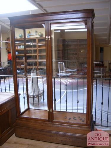 antieke vitrine